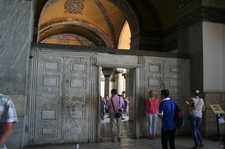 Portal i marmor från 500-talet