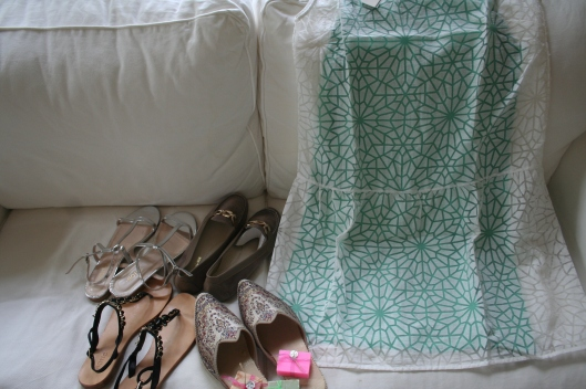 Klänning från Bis wear, turkiska tofflor och handgjorda tvålar samt tre par skor från turkiska märket Hotic