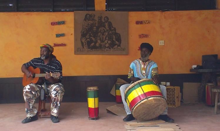 Bob Marley and the Wailers låter spelades och dansades till
