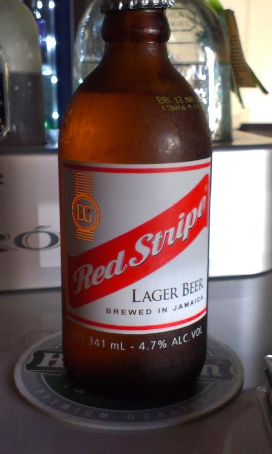 Lokala ölen, Red Stripe. Som tydligen utkonkurrerar alla internationella ölsorter om populäraste ölen på ön.